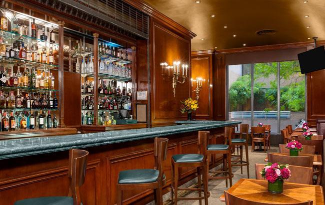63834f0218b8e6451dfbfcdf9ee1a4a27902a_NYC-Hotel-Bar-Harrys.jpg