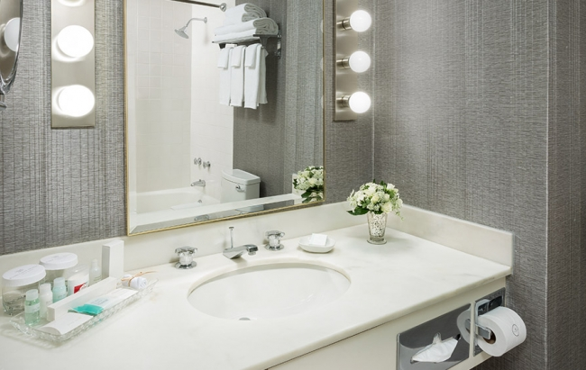 884675c8a7b6cb9f20bd10110b5639f1ddd21_Park-Lane-Guest-Bathroom.jpg